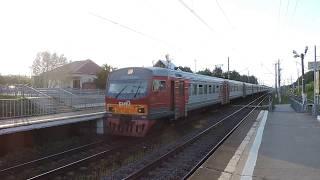 Электропоезд ЭМ2-025 прибывает на платформу Востряково