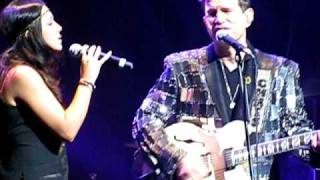 Michelle Branch and Chris Isaak - I Lose My Heart (Clip) Live at the Beacon Theatre