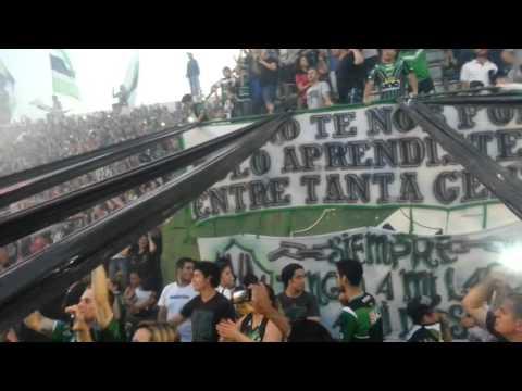 """""""Villa mitre campeón, salida del equipo."""" Barra: La Gloriosa • Club: Villa Mitre"""