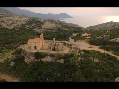 Die Schutzpatronin von Calvi thront über die Bucht von Calvi.