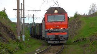 """2ЭС6-356 """"Синара"""" с грузовым поездом и приветливой бригадой"""