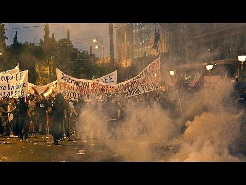 Ελλάδα: Σοβαρά επεισόδια στο κέντρο της Αθήνας, μετά την ειρηνική διαδήλωση κατά της λιτότητας