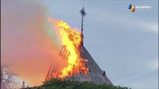 Celebra Catedrală Notre-Dame Din Paris, Cuprinsă De Flăcări