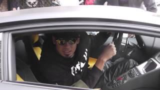 Afrojack komt in zijn  lamborghin  aan in de PC Hoofstraat  en vraagt waar zijn optreden is