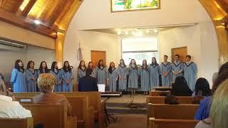 En el día de la Educación Adventista, el coro de Nivel Secundario se presentó en la Iglesia Adventista de Castelar.