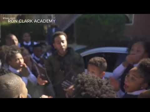 Ludacris surprises students with Super Bowl tickets