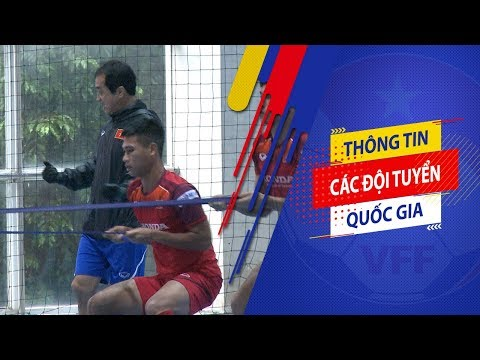 Thời tiết không ủng hộ, U22 Việt Nam luyện công trong sân futsal