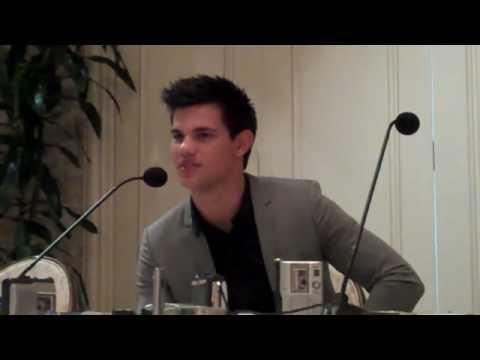 Taylor Lautner spricht über den neuen Eclipse Trailer…