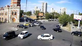 ДТП в Волгограде на пересечении улиц Володарского и Коммунистическая