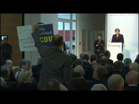 Protest gegen Merkel Flüchtlingspolitik Fraunhofer Institut Halle Prof. Rödel Uni Merseburg