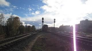 Тепловоз ТЭП70-0175 проходит на станцию Архангельск