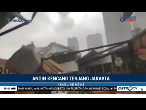 Jakarta Dihantam Angin Kencang dan Banjir