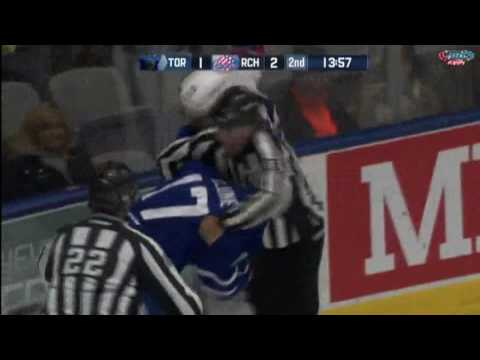 Richard Clune vs. Justin Vaive