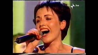 "The Cranberries - ""Analyse"" Top Of The Pops 2001"