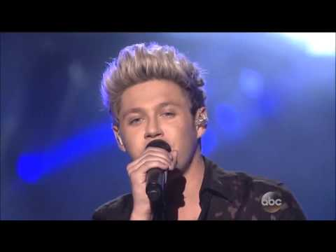 One Direction performs \
