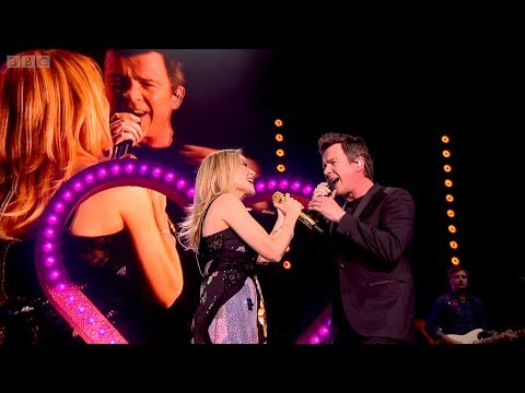 Kylie Minogue rick-rolls audience at concert in Hyde Park (feat. Rick Astley)