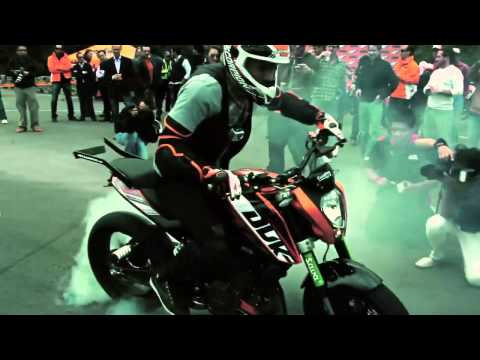Rok Bagoros in Mexico City with the KTM 200 Duke
