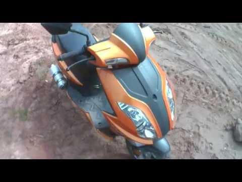 подъем в крутую гору на скутере и спуск с неё + падение.