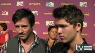 Ian Bohen & Stephen Lunsford pour MTV à Wrap Part Awkward