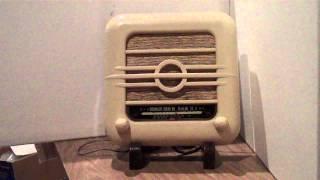 preview picture of video 'Rare 1952 Bakelite radio 001'