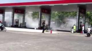 preview picture of video 'Ledakan di SPBU Krawang Jekulo-Kudus'