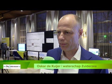 VIDEO | De aannemer legt voor twee jaar een tijdelijke asfaltweg langs de Drontermeerdijk