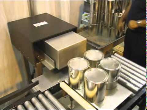 Selladora de cajas TBS-100FC con empujador de productos Rock n Roll.