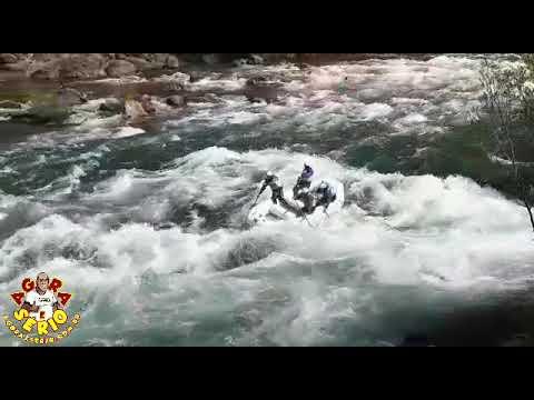 Equipe de Masters de Rafting do Rio Abaixo nas águas da Argentina