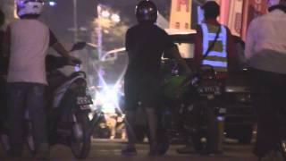 Mat Rempits Dikepung Pegawai Polis Dan DBKL Di Dataran Merdeka
