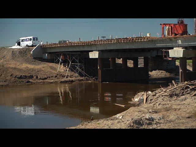 Представители Общественного совета партии «Единая Россия» проверили строительство моста через реку Куда