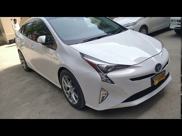 Toyota Prius A Premium 2016 for Sale in Karachi
