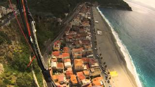 preview picture of video 'SPIRALE IN PARAPENDIO E ATTERRAGGIO A SCILLA 15 05 2014'