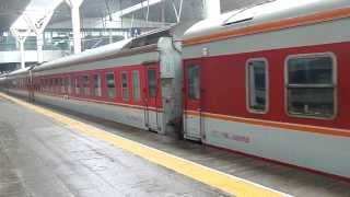 preview picture of video 'Train K75 Changchun - Ningbo at Tianjin Railway Station'