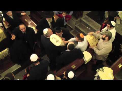Új Tóra a Frankel zsinagógában - Füles videó