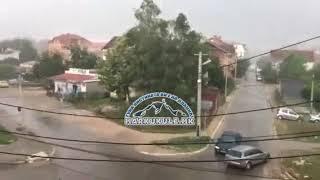 Mot i keq përfshin Maqedoninë, era bart kulmet e shtëpive dhe ndërtesave (Video)