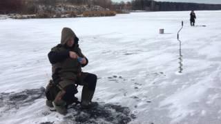 Зимняя рыбалка на пестовском водохранилище