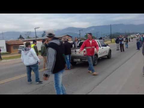 Tentou furar o bloqueio - ASCURRA- SC greve dos caminhoneiros 2018