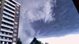 preview picture of video 'Superzelle mit Hagelsturm über Reutlingen Hohbuch am 28.07.2013'
