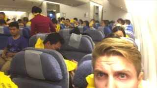 Man films inside cabin during emergency landing