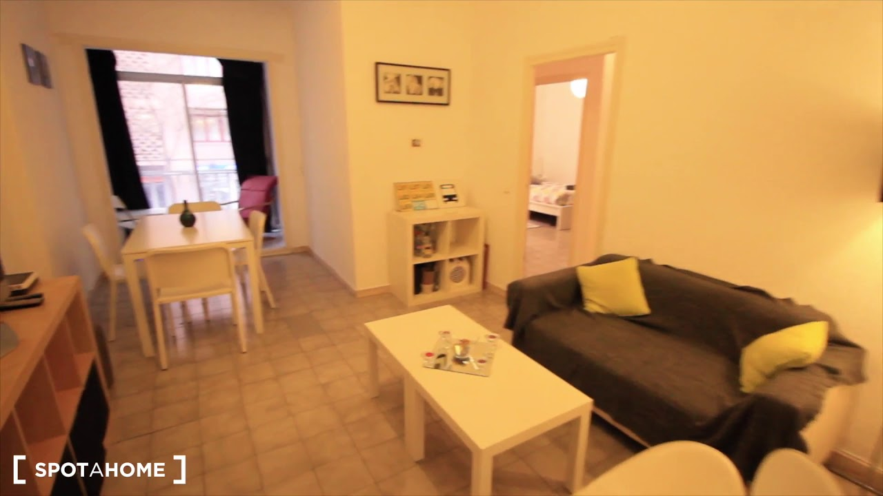 Furnished room with chest of drawers in shared apartment, Sagrada Familia