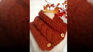 Маленькие шарфы на пуговицах и завязках.