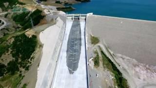 Сотни тонн воды в секунду! экстренный сброс воды, очень красивое видео