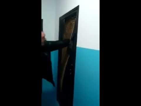 hqdefault - Prueba la resistencia de la nueva puerta de su casa