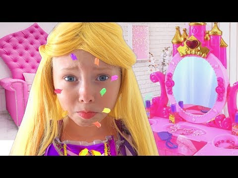 Alice Pretend Princess Rapunzel & teaches children how to behave