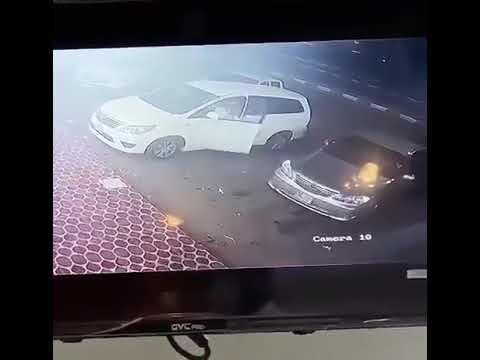 بالفيديو .. موقف بطولي من شاب ينقذ أطفال من وقوع حادث بمكة