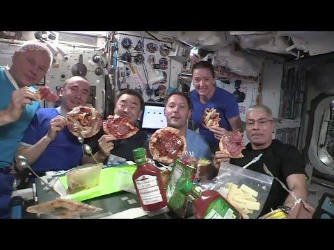 Här äter astronauterna pizza i tyngdlöshet på ISS