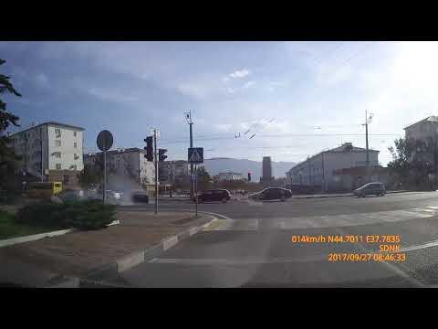 В Новороссийске водитель BMW 850  устроил  массовое ДТП