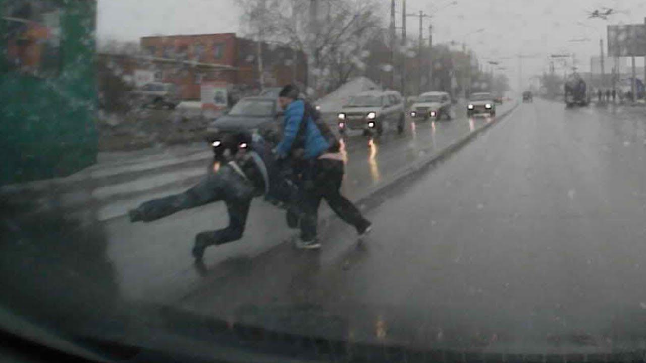 В городе Миасс виновник ДТП пытался убежать...