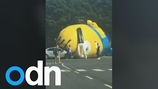 Giant Minion terror Inflatable character halts traff Video