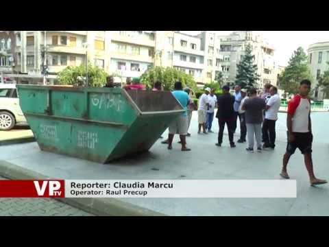 Romii amenință că vor începe să fure dacă vor fi interzise căruțele în Ploiești